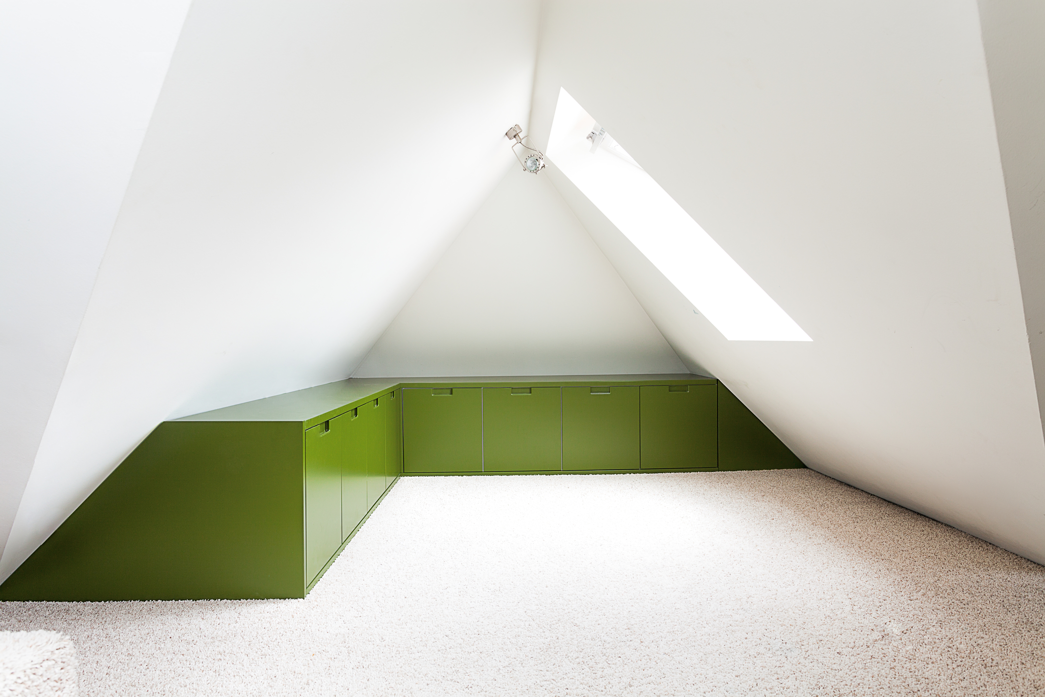 Vintage mansion - a modern playing space in the attic